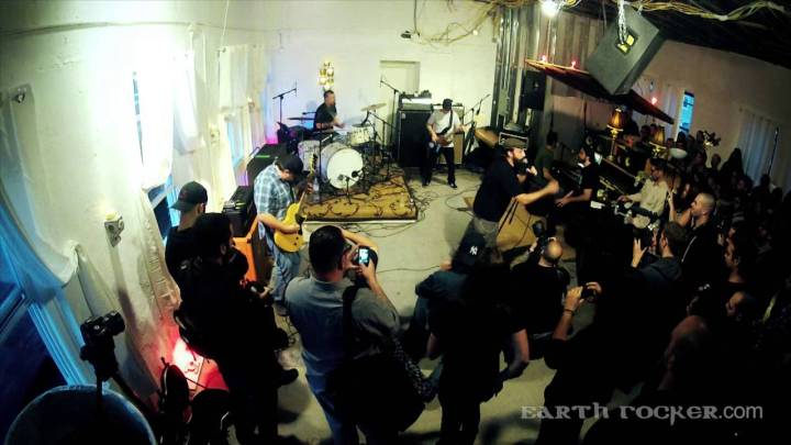CLUTCH – Earth Rocker